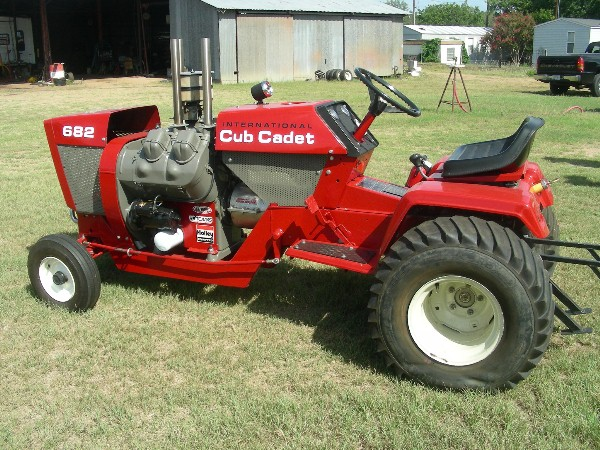 Cub Cadet 124 Pulling Tractor : Forsale